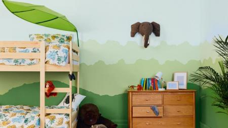 Hoe jungle kinderkamer maken? Kinderslaapkamer in jungle thema geschilderd.